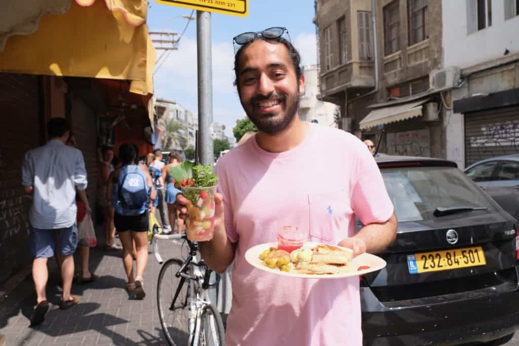 Rahuljeet (RJ) Chadha '20 enjoying street food